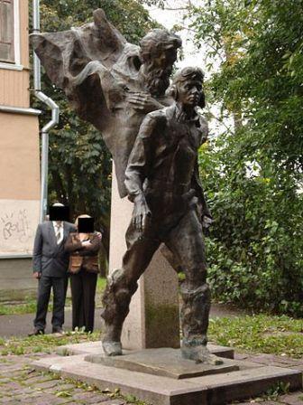 скульпторы М. Белов и А. Ананьев; г. Псков